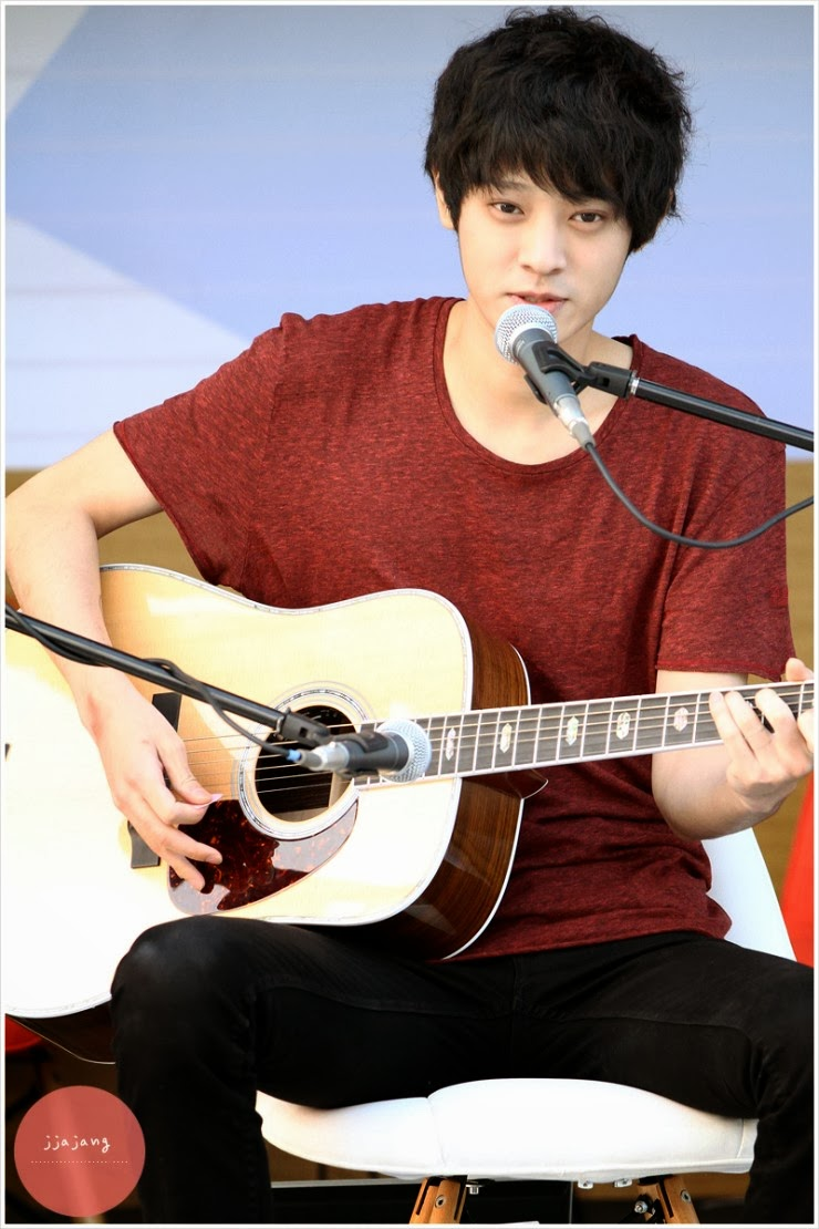 Jung Joon young at Chinchin Radio busking 2013