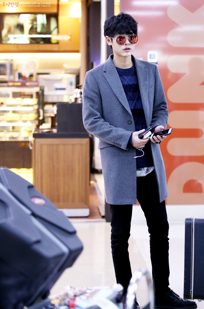 jung joon young at gimpo airport december 2015a