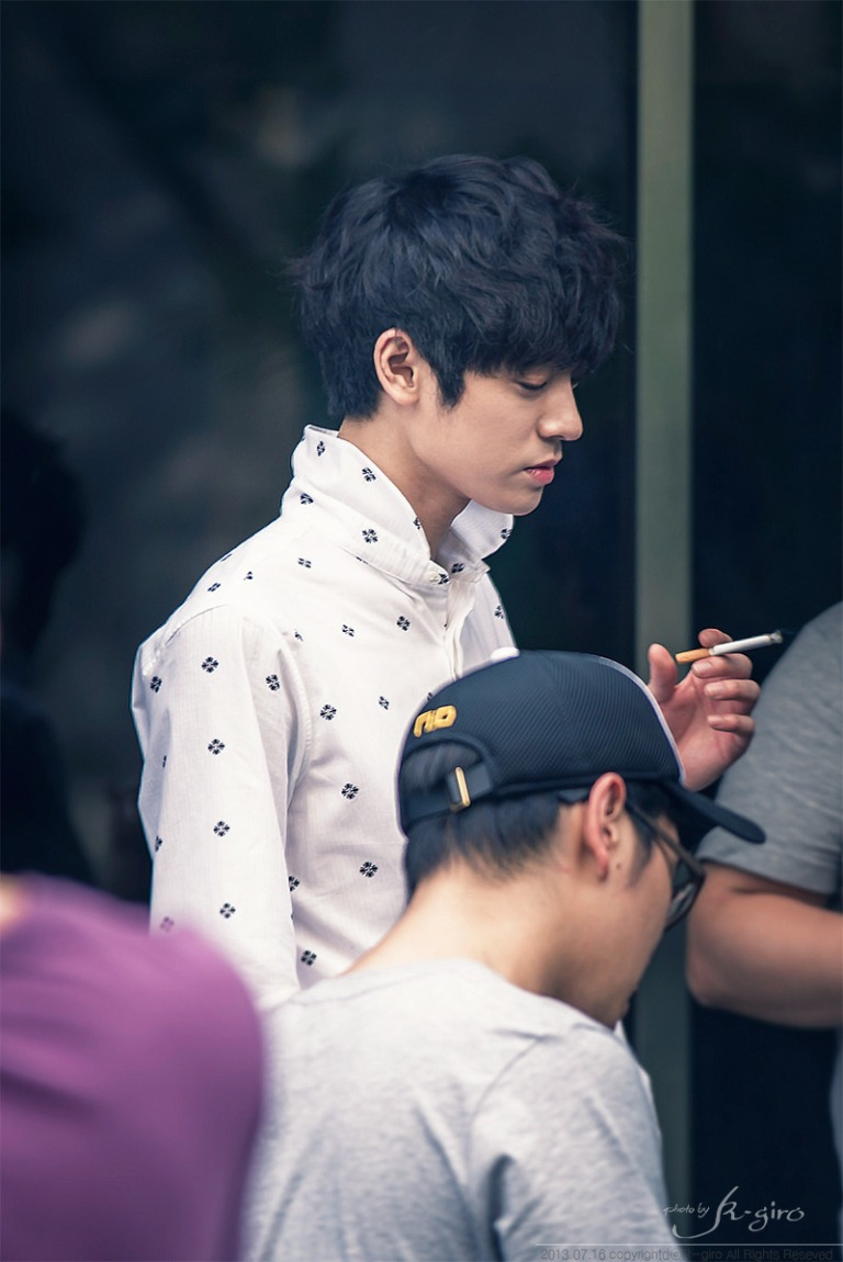 Jung Joon Young in break time of recording KBS Immortal Songs on July 2013