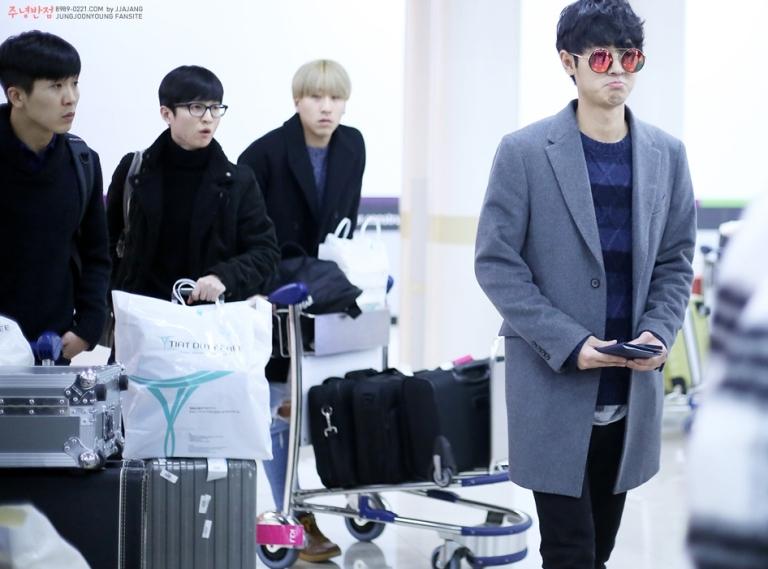 jung joon young band at gimpo airport december 2015