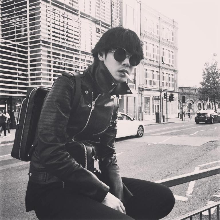 jung joon young smoking in England 2015
