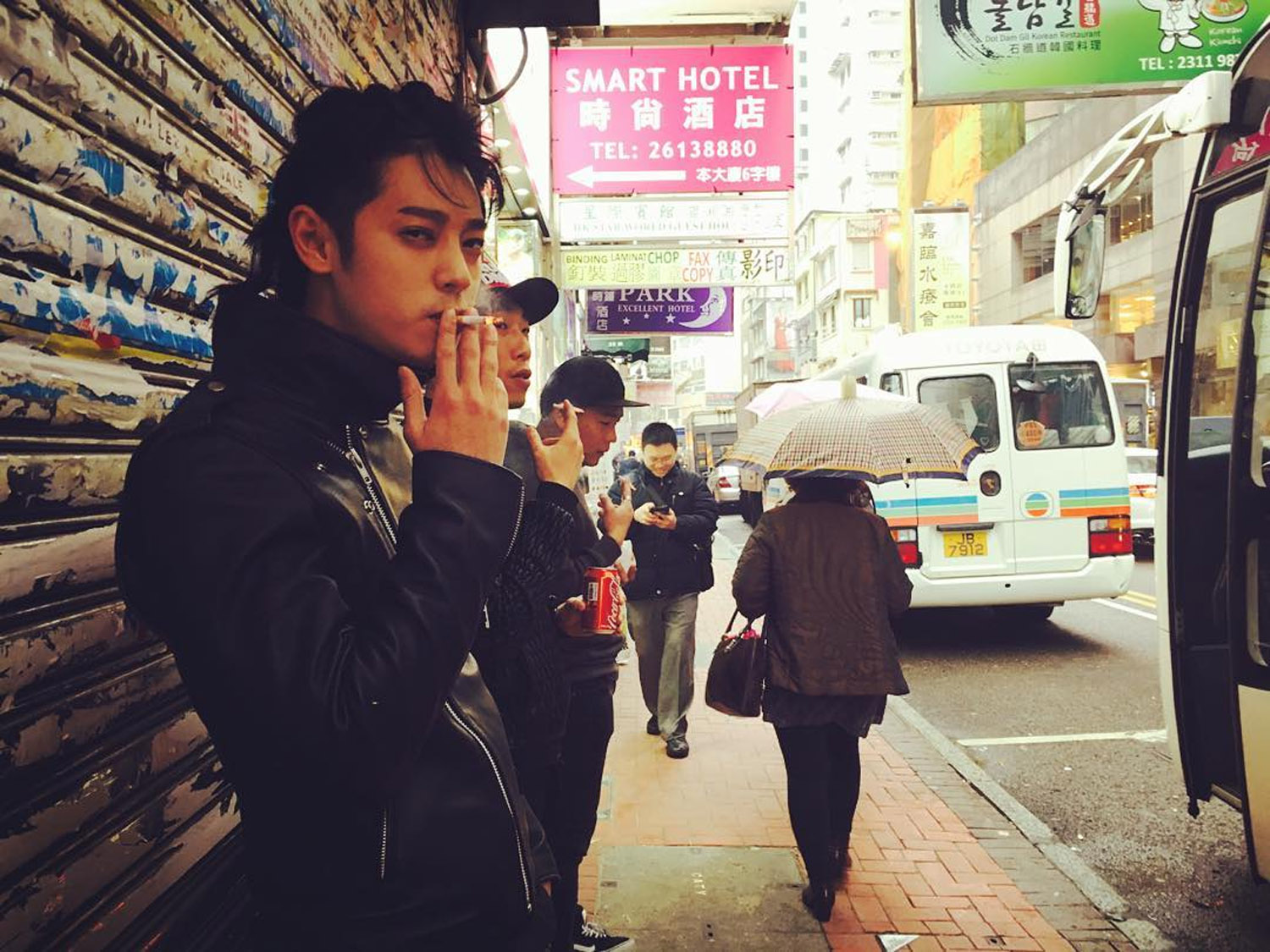 jung joon young smoking in hongkong Jan 2016