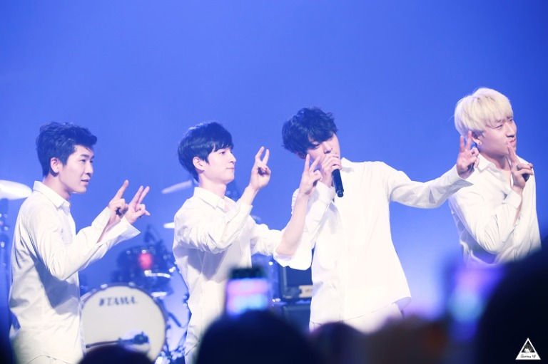 Jung Joon Young Band being cute at year end live concert in Seoul on Dec 2015