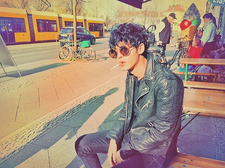 Jung Joon Young smoking in Germany while shooting HitMaker