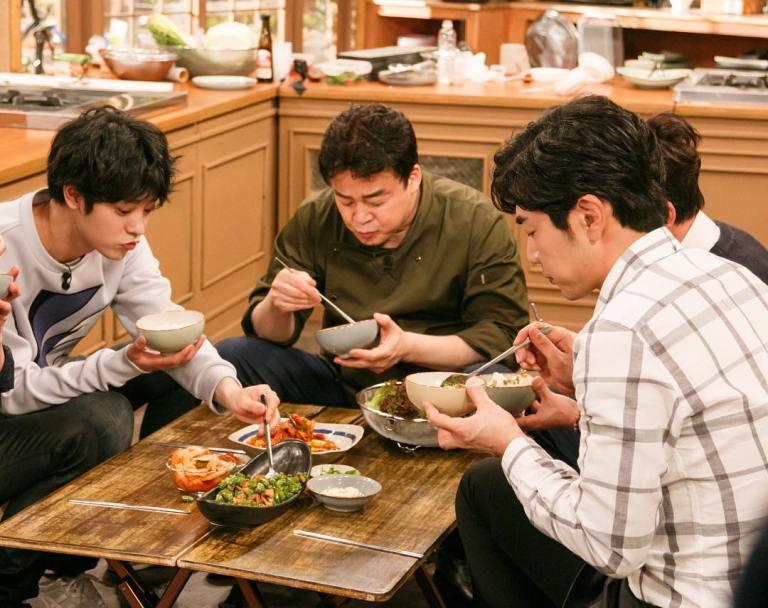 Jung Joon Young enjoying foods in House Cook Master Baek season 2 2016