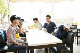 Jung Joon Young filming 2D1N with new member Yoon Shi Yoon