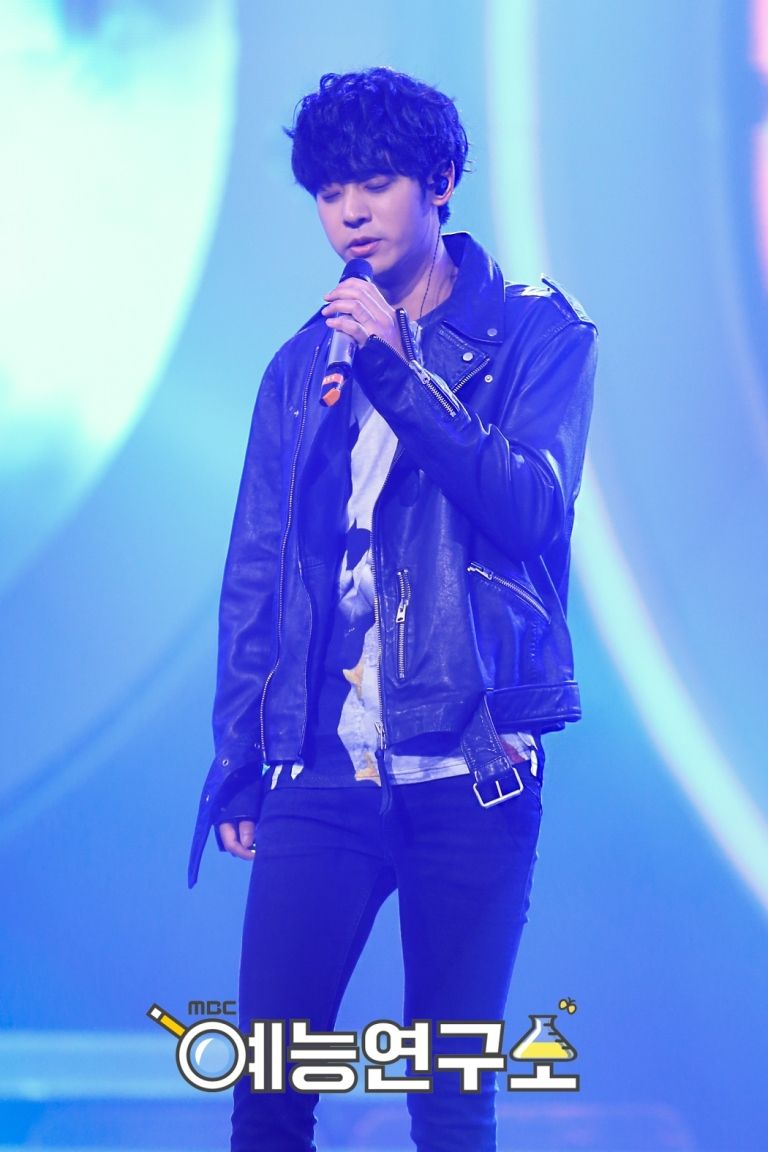 Jung Joon Young performing at MBC Duet Song Festival on May 29, 2016