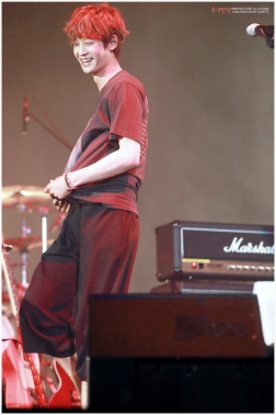 Jung Joon Young smiling on Pink Avenue of Seoul Jazz Festival 2016