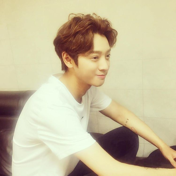 Jung Joon Young showing his new hair color on May 2016