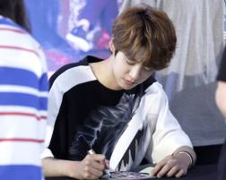 jung joon young and drug restaurant @ fan sign event 20160626 5