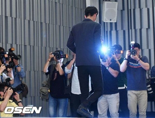 jung-joon-young-at-press-conference-on-sexual-scandal-2016