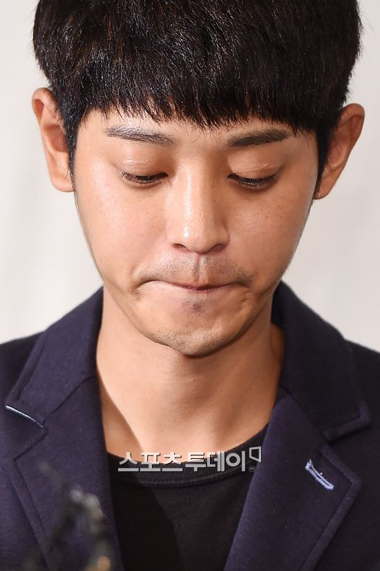Jung Joon Young showing his expression at press conference on scandal