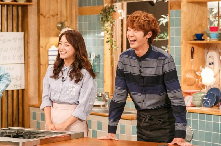 Fanboy Joon Young with his idol Kim Se Jeong at House Cook Master Baek 2016