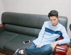 Jung Joon Young in waiting room of House Cook Master Baek 2016