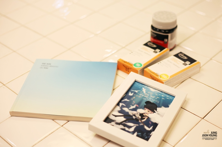 Fans supporting Jung Joon Young by message book and fan arts