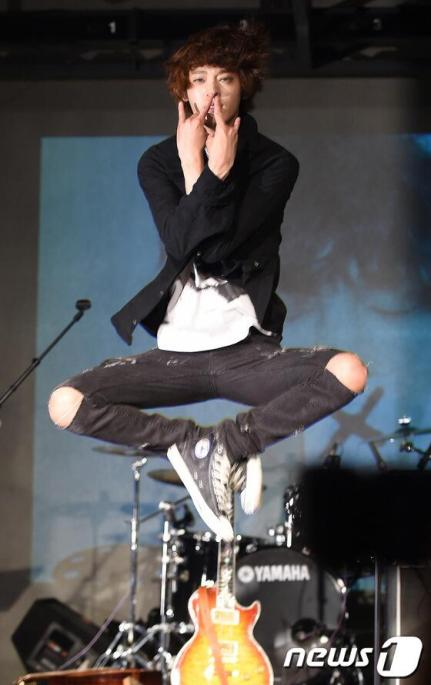Jung Joon Young at showcase for mini album Teenager 2014