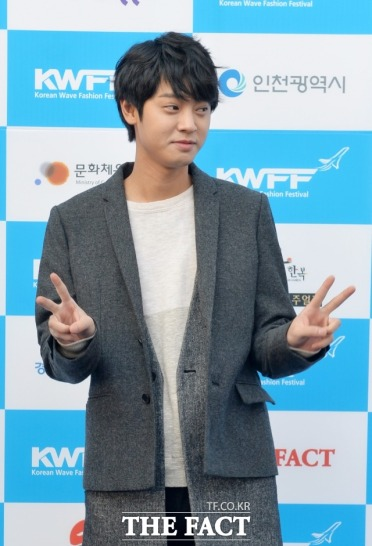 Jung Joon Young with bright expression at Korean Wave Fashion Festival 2015