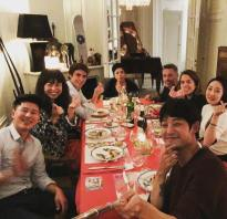Jung Joon Young enjoying dinner with friends in Paris on Oct 2016