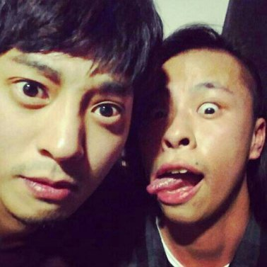 Jung joon Young in Paris with friend on Oct 2016