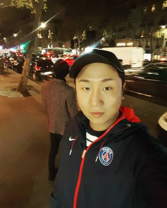 Jung Joon Young walking street with his friend in Paris on November 2016