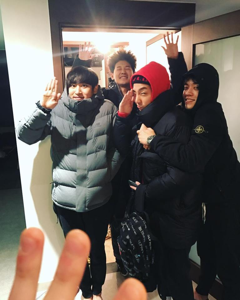 jung-joon-young-and-friends-in-seollal-2017-8