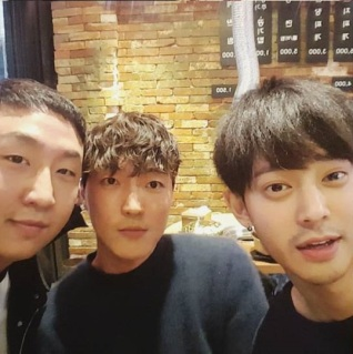 Jung Joon Young with his friends at a birthday party in early 2017