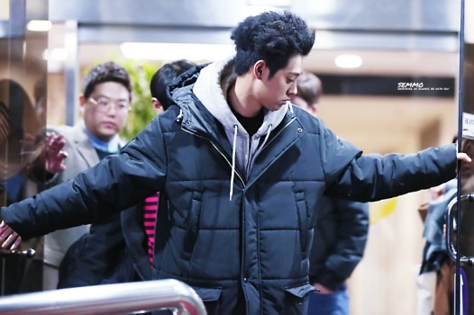 Jung Joon Young with his special hairstyle at Yoo Hee Yeo'ls Sketchbook shooting on Feb 7. 2017