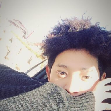 Jung Joon Young with his permed hairstyle in early 2017