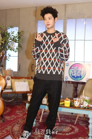 Jung Joon Young filming for show Idols of Asia on MTV Taiwan on Feb 10, 2017