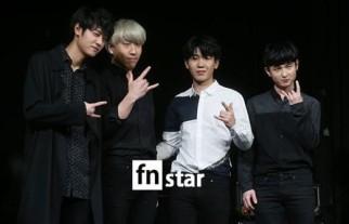 Jung Joon Young band at Sympathy showcase on Febuary 2016