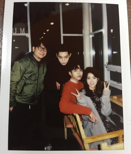Jung Joon Young with new MV cast members in Jejudo in 2017