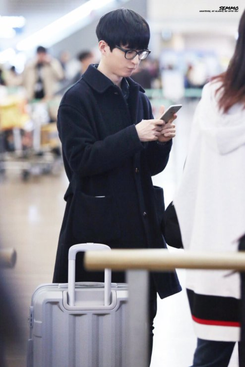 jung joon young leaving for concert in taiwan 2017 7